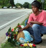 Raquel Nelson grieves over her son's death. ©2011 Atlanta Journal Constitution